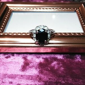 💖VINTAGE DIAMOND AND ONYX RING
